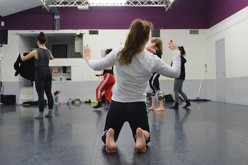 nikkidegraafcompany-dance-rehearsal-in-s