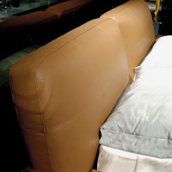 Кровать с высоким изголовьем William