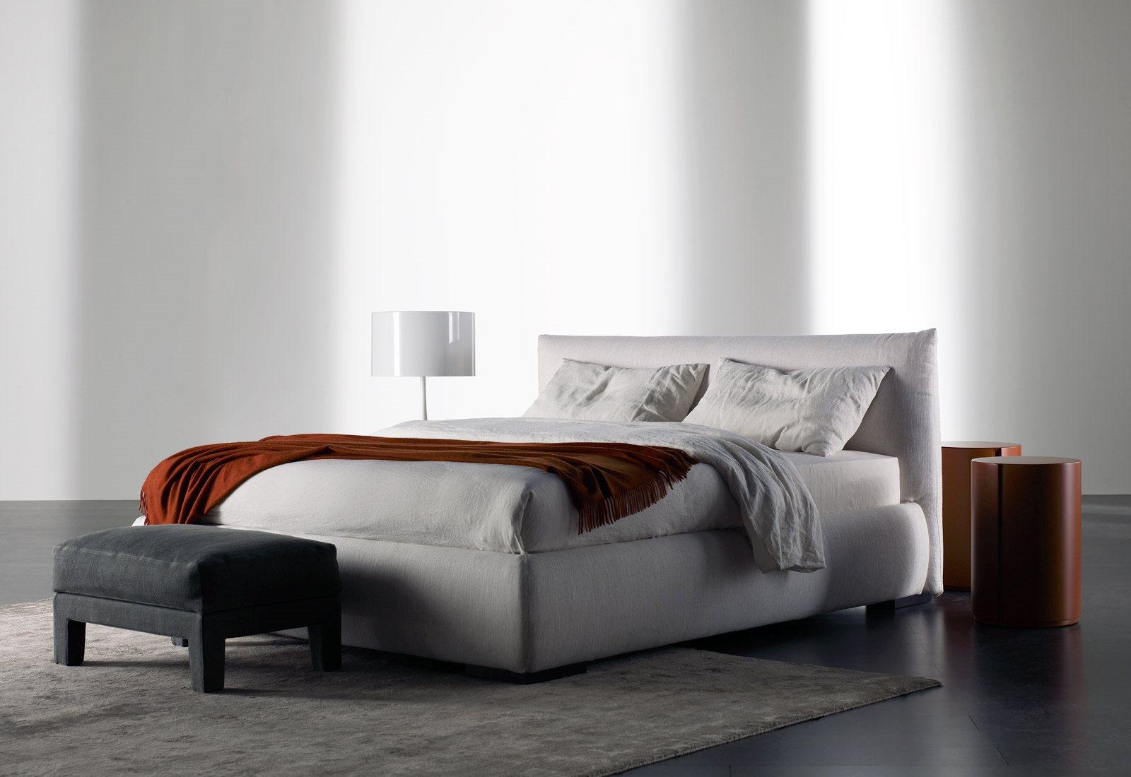 Кровать с высоким изголовьем Scott