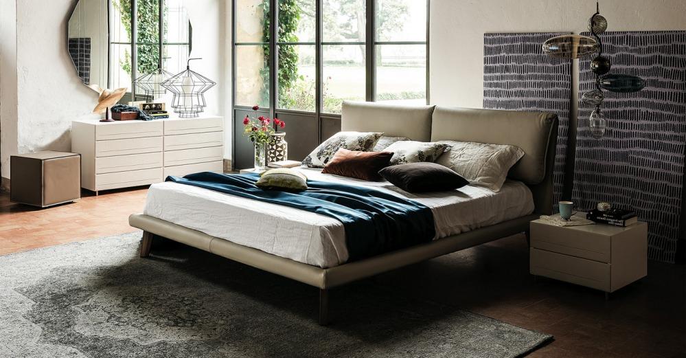 Кровать с высоким изголовьем CHEZARE