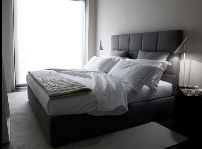Кровать с высоким изголовьем Rouba