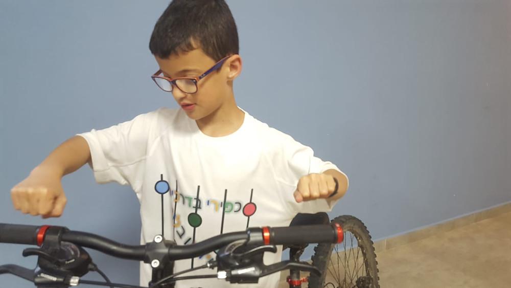 איך להחליף גריפים עם נעילה באופניים