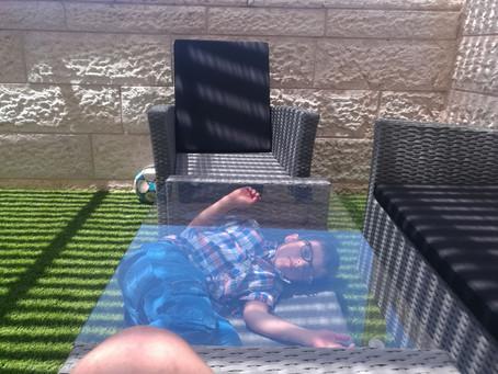 פינת משחק וצילום חדשה במרפסת