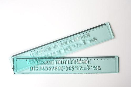 règle à lettre en plexiglas vert clair