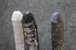 pénis en céramique gris blanc noir