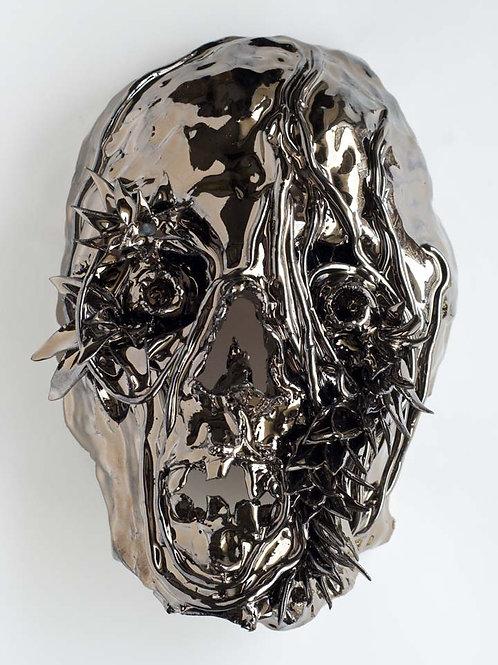 masque en céramique argenté, terreur guerre et violence