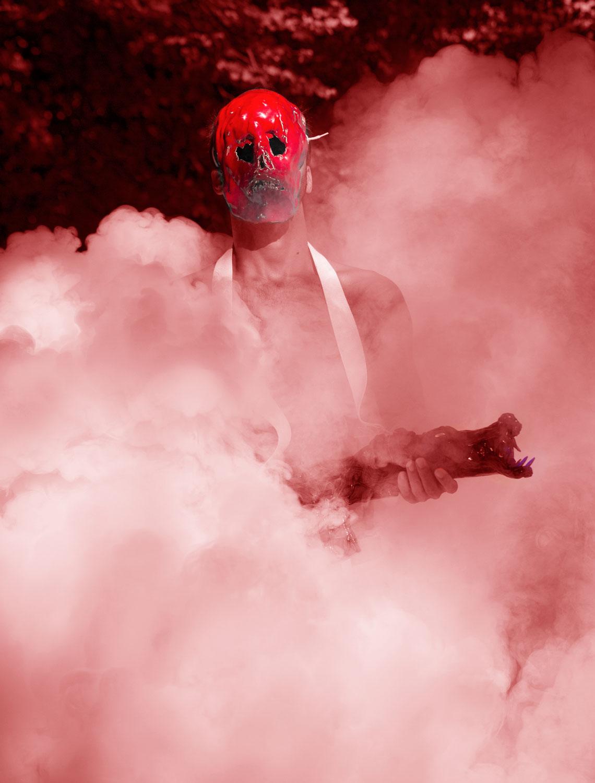 masque rouge, sculpture performance