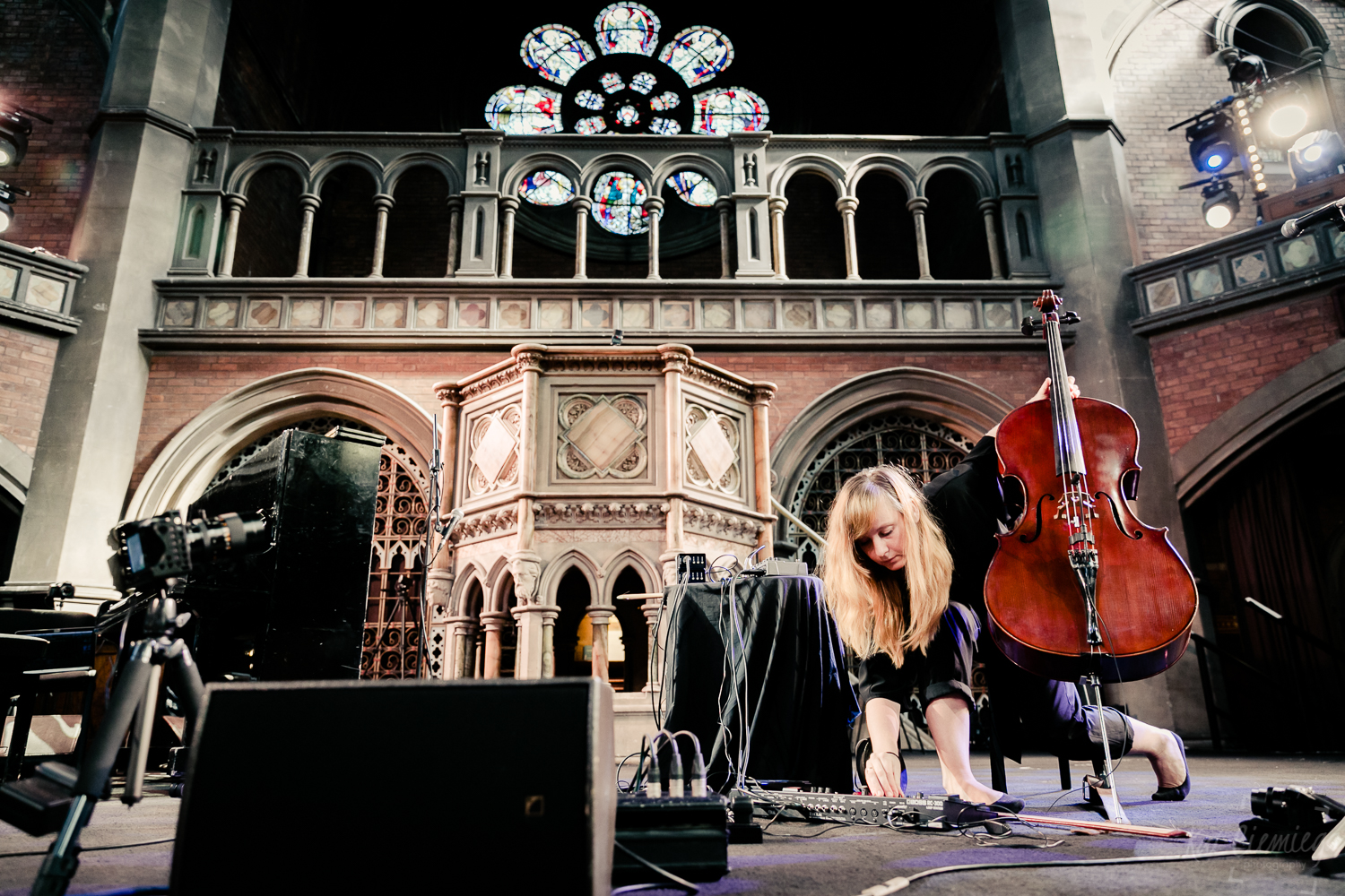 concert, concert photography, daylight music, event photography, Islington, Kat Ciemiega Photography, live music, live music London, London events, London photographer, music event, photographer London, union chapel, Resina, cello, cellist