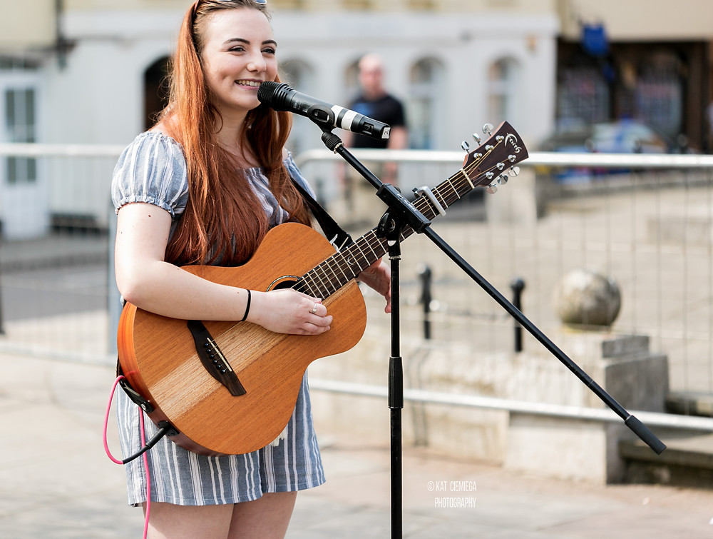 Beth Hedges, live music, acoustic guitar, guitarist, singer, songwriter, Hertford Art Fest