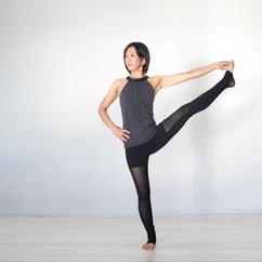 yoga_UtthitaHastaPadangusthasana