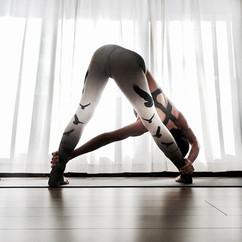 Yoga_WideLeggedTwist