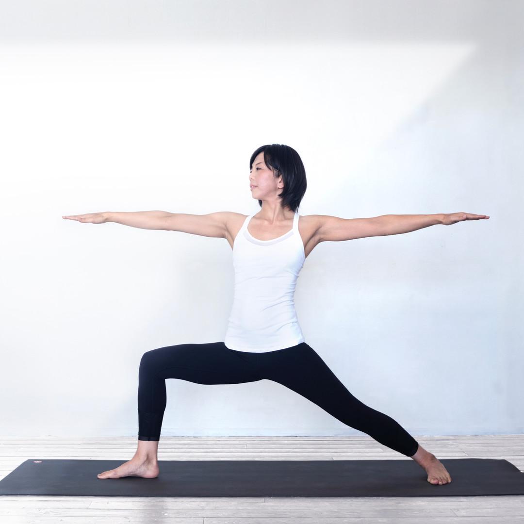 Yoga_ Virabhadrasana2