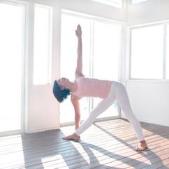 Yoga_UtthitaTrikonasana