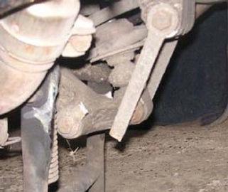 Broken rear linkage.jpg
