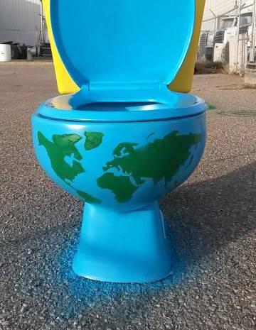 World_toilet_Sterenn_Philippe.jpg