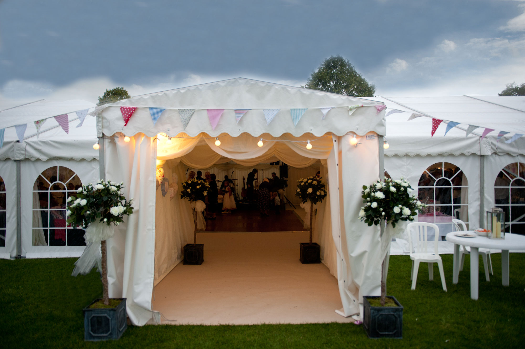 marquee-entrance-with-bunting