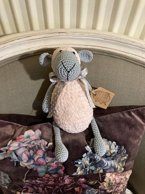 Mouton douceur au crochet bleu