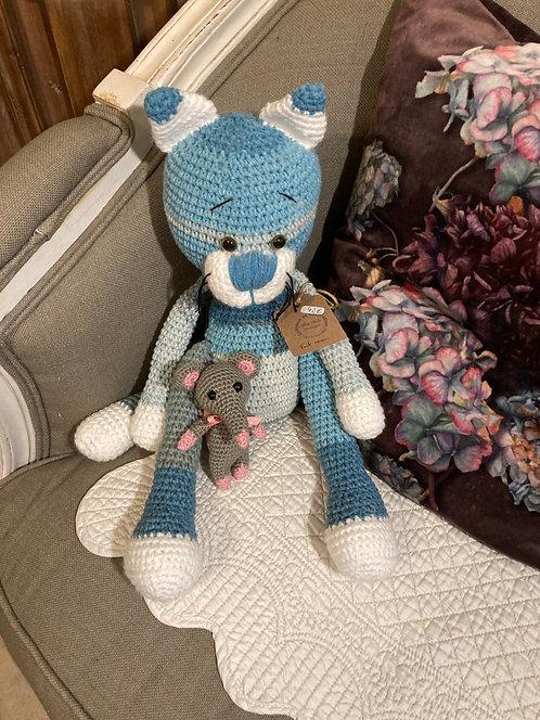 Magnifique chat bleu au crochet