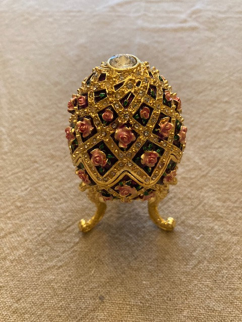 Superbe oeuf style Fabergé musical