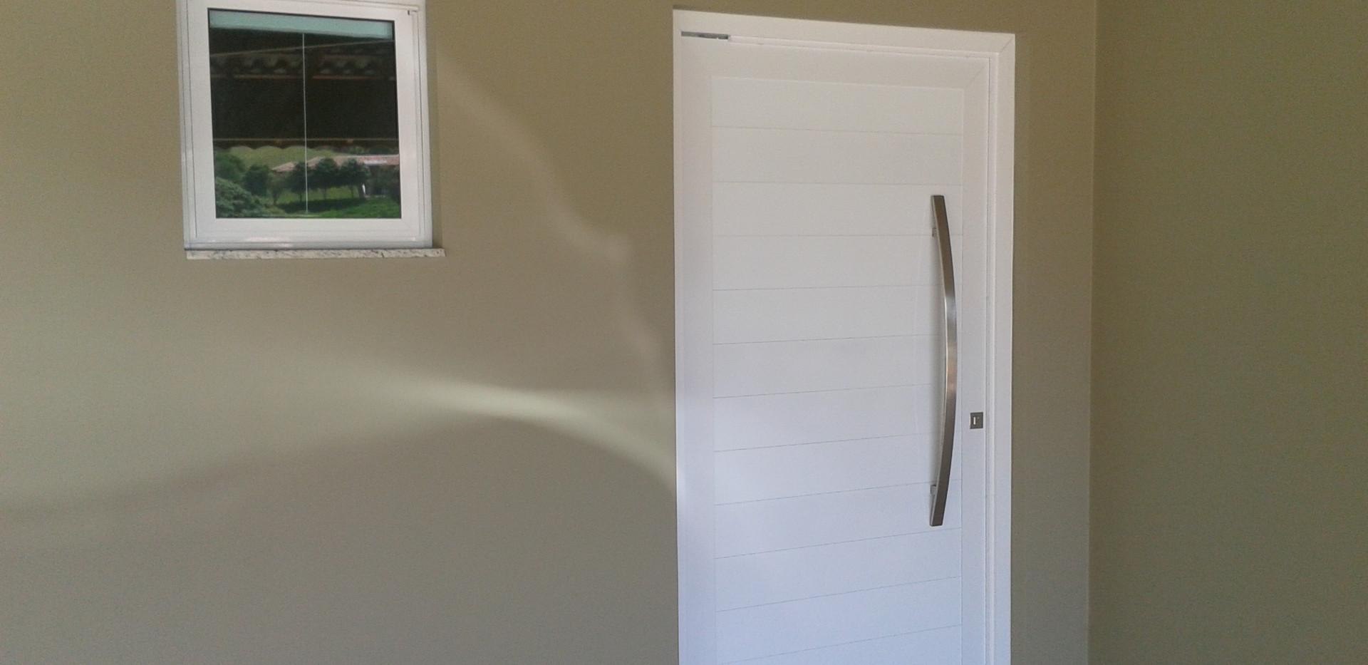 porta-principal-pivotante-em-alumínio-so