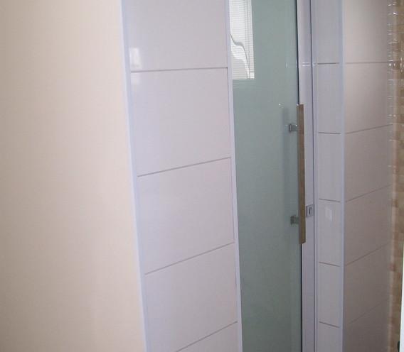 porta-interna-de-vidro-temperado-e-alumí