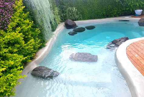 בריכת-שחייה-פרטית-קטנה.jpg