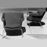 Lænestole designet af møbelarkitekt Erik Ole Jørgensen, Georg Jørgensen og Søn og DUX Møbler