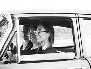 .. Die coolste Brautwagenfahrerin ever, schön wenn man so Freunde hat.