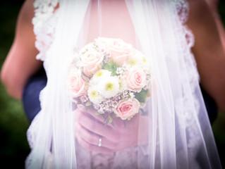 So ein wunderschöner Brautstrauß gehört einfach dazu !
