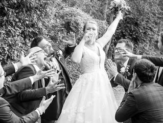.. das erste Bier ist natürlich für die Braut...