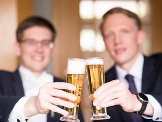 Bräutigam und Trauzeuge, Brüder und beste Freunde. Letzte Vorbereitungen... Läuft 😊