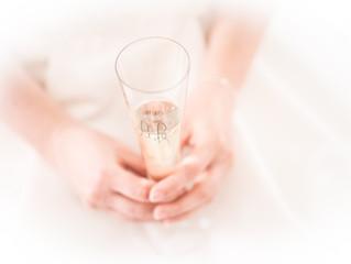 """Durchatmen... gleich kommt das """"erste sehen"""". Ein Glas Sekt... und dann geht es los."""