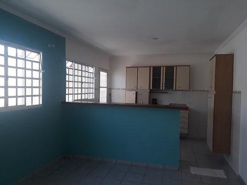 Área construída 84 M² 2 Dormitórios 1 Banheiro 2 Vagas de garagem Sala simples C
