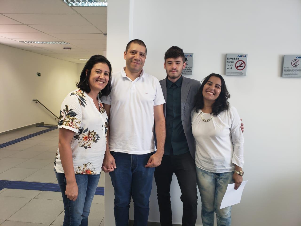 Claudio e Renata Vende e Juliana Compra.