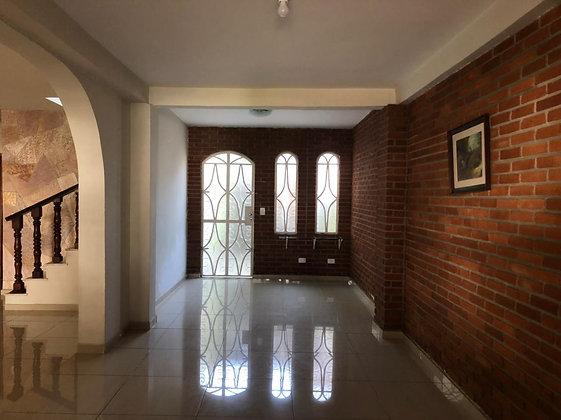Casa de condomínio - Jardim Alvorada -3 Dormitórios
