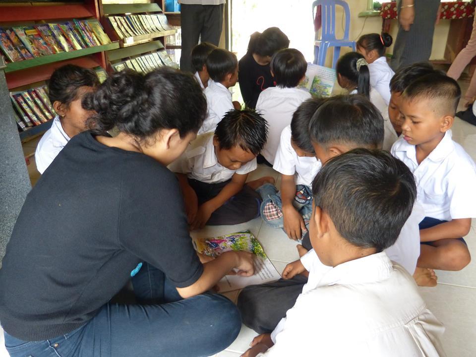 Reading with Sovann Komar Children