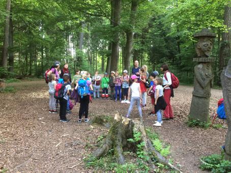 Waldtag mit der Unterstufe vom Schulhaus Wyden