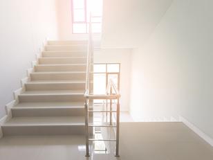 האור בחדר המדרגות לא נכבה - מה אפשר לעשות?