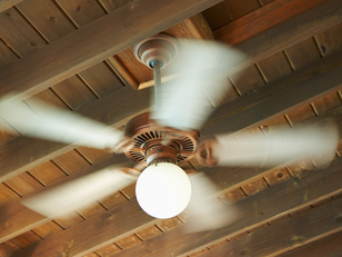 איך מתקנים מאוורר תקרה איטי?