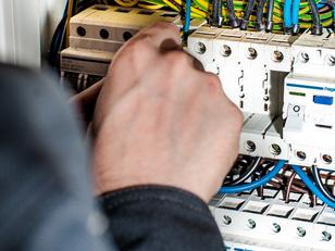 בדיקת שקעים ולוח החשמל בבית - חשוב לדעת!