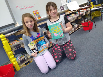 Elementary_girls_with_books_1