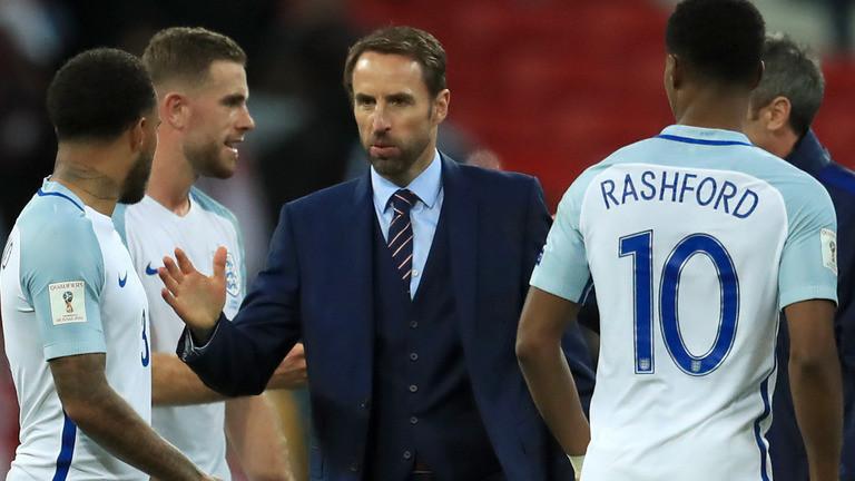 Gareth Southgate with Enlgand players