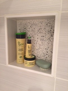shower cove to organize soaps and shampoos