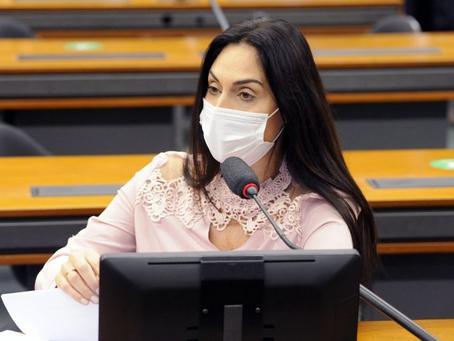 Comissão aprova seguro-desemprego para aposentados demitidos durante pandemia