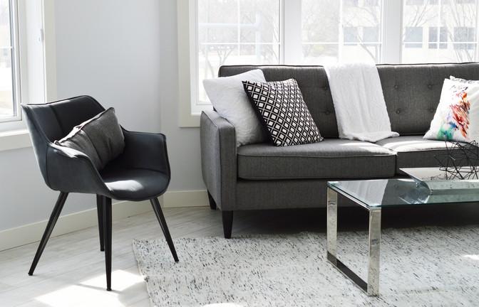 Service de nettoyage de meubles en tissu et de tapis.