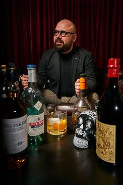 WHATTHETASTE Gründer Michael Hofauer ist Gastgeber der Online Tastings, Seminare und Bar Touren.