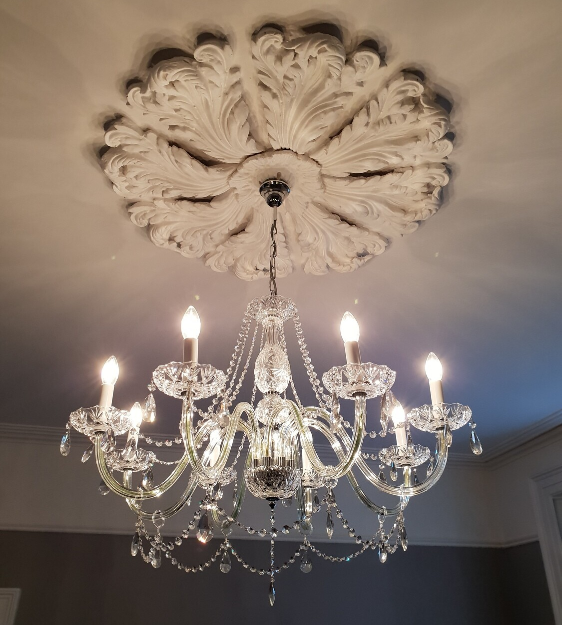 Aramat 8 arm Chandelier