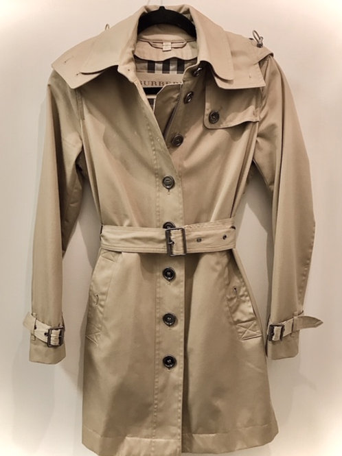 Classic Burberry trench with hood size small