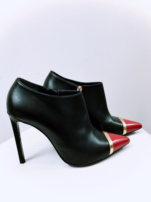 Saint Laurent black pumps with red pointed toe size 6.5