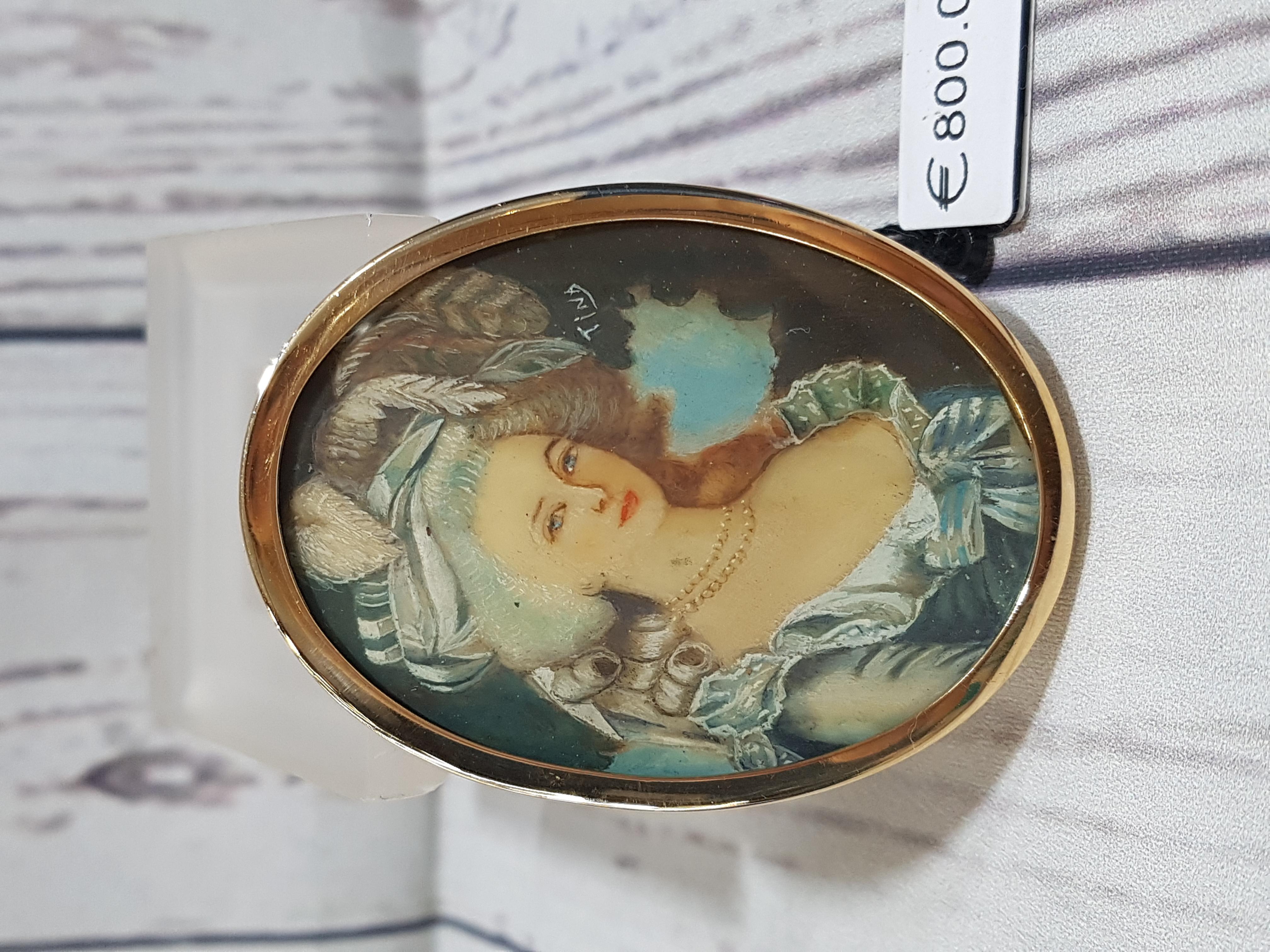 Ciondolo-spilla antica